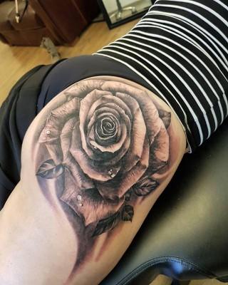 Dark rose tattoo by Justyna. #justynakurzelowska #darkrosetattoo